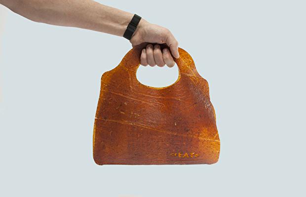 Modada devrim: Atık meyvelerden çanta üretildi