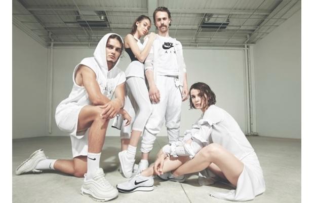 Nike'dan beyaz sevenlere taze koleksiyon
