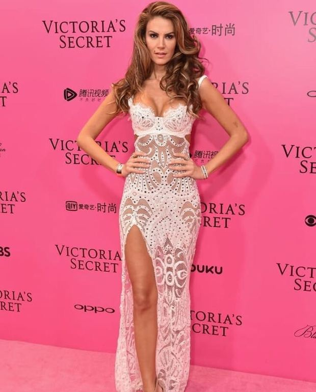 Tülin şahin Victoria's Secret'ın pembe halısında